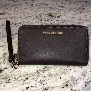 Michael Kors Zip Wallet/Phone case wristlet